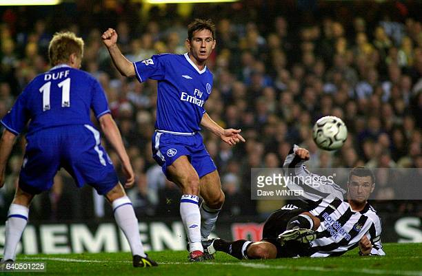 English Premiership Soccer Chelsea vs Newcastle United Gary Speed Frank Lampard and Damien Duff Championnat d'Angleterre Saison 20032004 Chelsea...
