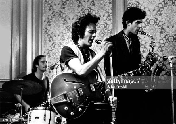 English pub rock group The 101ers play The Elgin pub Ladbroke Grove London 1975 Left to right Richard 'Snakehips' Dudanski on drums Joe Strummer on...