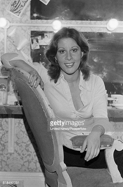English singer and actress Helen Shapiro who plays Nancy in the West End production of Lionel Bart's musical Oliver pictured in her dressing room in...
