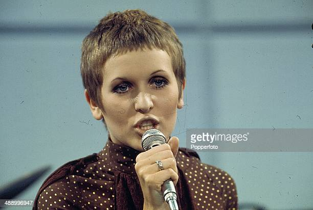 1968 English singer Julie Driscoll performs on the television show 'Frost on Sunday' in 1968