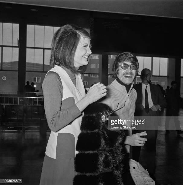 English singer Sandie Shaw at Heathrow Airport in London with her husband, fashion designer Jeff Banks, UK, 11th April 1968.
