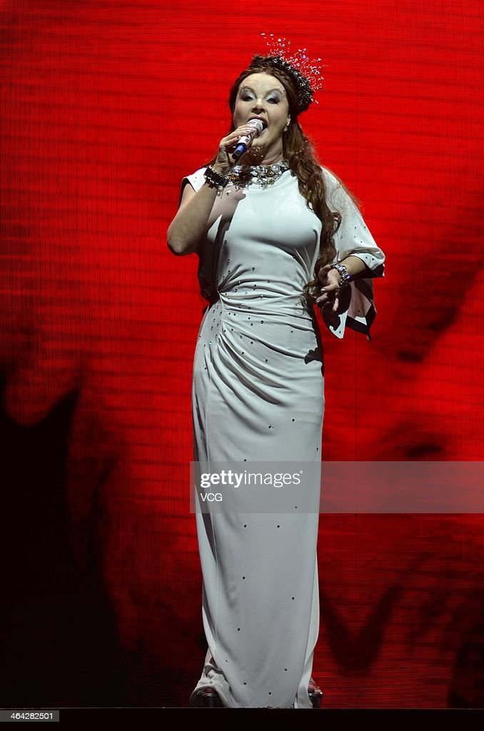 Sarah Brightman Sings In Shanghai