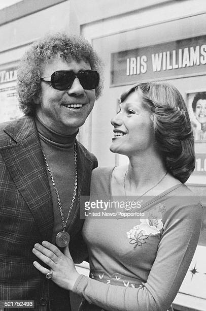 English singers Lennie Peters and Dianne Lee of pop duo Peters and Lee posed together in London on 2nd April 1980