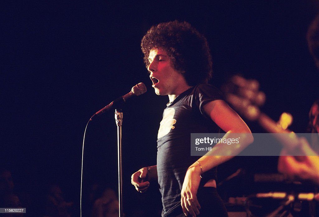Leo Sayer in Concert at the Great Southeast Music Hall in Atlanta - April 1, 1975 : News Photo