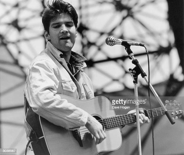 English singersongwriter Lloyd Cole on stage with his band The Commotions at Milton Keynes June 1986