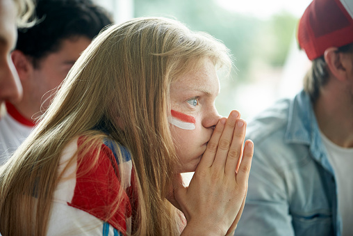 English soccer fans watching televised match together - gettyimageskorea