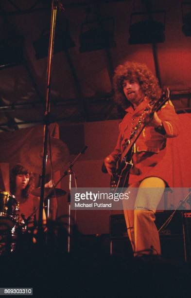 English songwriter and musician Jeff Lynne of rock group Electric Light Orchestra, 'ELO', performs on stage at Reading Festival, August 1972.