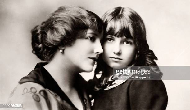 English stage and film actress and singer Ellaline Terriss with her daughter Betty, circa 1910.