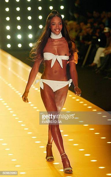 English top model Naomi Campbell presents a creation of Vivo by Osklen as part of the Summer 2005 Sao Paulo Fashion Week in Sao Paulo Brazil 15 June...