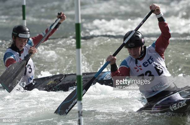 English Woods Kimberley and Franklin Mallory compete in the women's team event in the Canoe Single category on September 26 2017 in Pau during the...