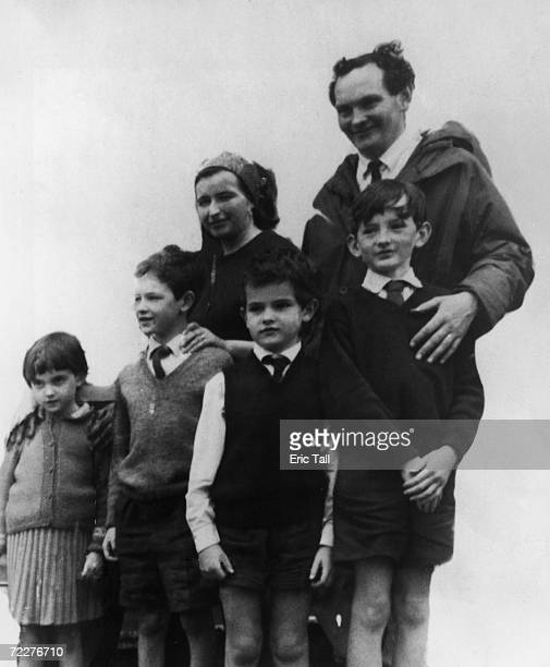 English yachtsman Donald Crowhurst with his wife Clare and their children Rachel Simon Roger and James circa October 1968 A competitor in the Sunday...