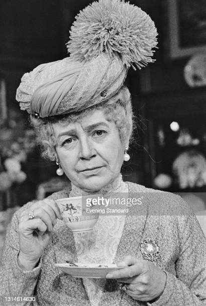 Englisha ctress Phyllis Calvert as Queen Mary in the play 'Crown Matrimonial' by Royce Ryton at the Haymarket Theatre in London, UK, 22nd October...