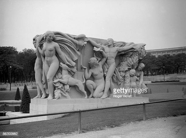 Engraved decorative group of 'Youth' by Pierre Marie Poisson Paris palace of Chaillot 1939