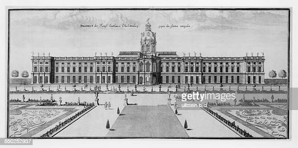 Engraving depicting the Schloss Charlottenburg from the side of the garden Vintage property of ullstein bild