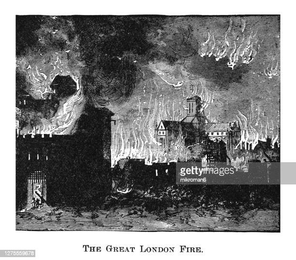 engraving illustration of the great fire of london , england (sunday, 2 september to thursday, 6 september 1666) - great fire of london stock pictures, royalty-free photos & images