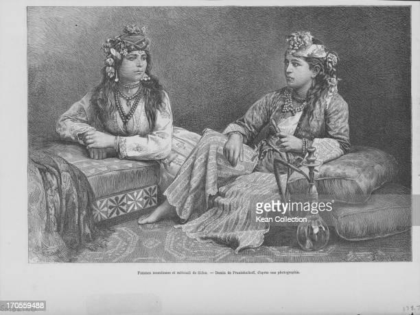 Engraving of two Muslim Sidon women in tribal clothing smoking a hookah pipe