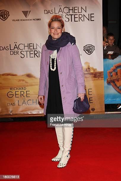 """Enie Van De Meiklokjes Bei Der Premiere Von """"Das Lächeln Der Sterne"""" Im Cinestar In Berlin ."""