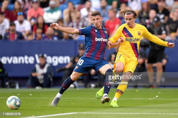 Enis Bardhi of Levante UD battles for possession with Antoine Griezmann of FC Barcelona during the Liga match between Levante UD and FC Barcelona at...