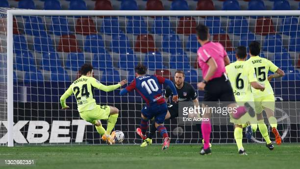 Enis Bardhi of Levante UD scores his team's first goal past Jan Oblak of Atletico de Madrid during the La Liga Santander match between Levante UD and...