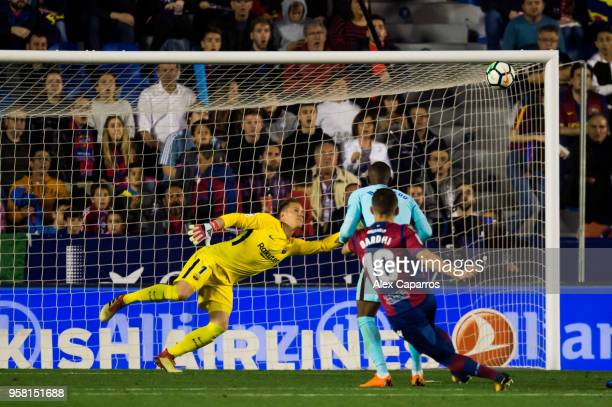Enis Bardhi of Levante UD scores his team's third goal during the La Liga match between Levante UD and FC Barcelona at Estadi Ciutat de Valencia on...