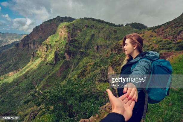 disfruta de aventura juntos - isla de gran canaria fotografías e imágenes de stock