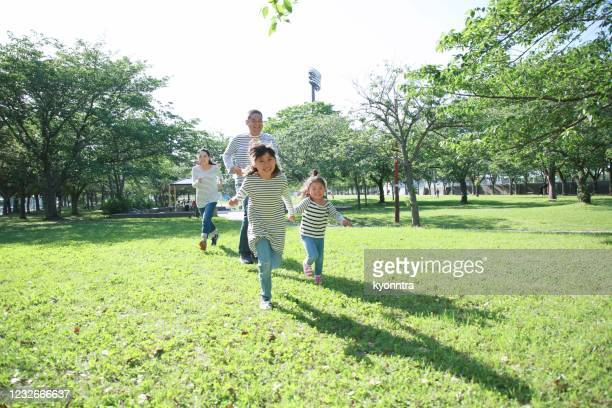 enjoy holiday with family - kyonntra stock pictures, royalty-free photos & images