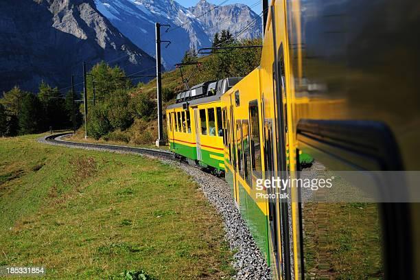 列車でのご旅行をお楽しみください。-XL