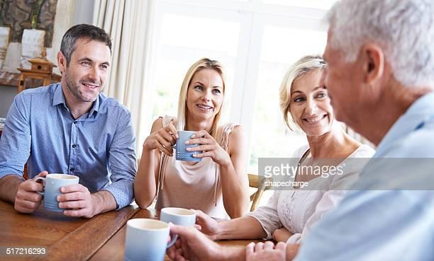 Appréciez un café et rire avec les parents