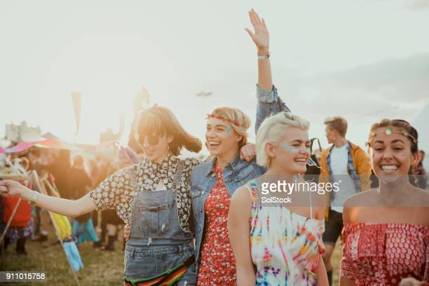 enjoying a music festival - music festival stock pictures, royalty-free photos & images