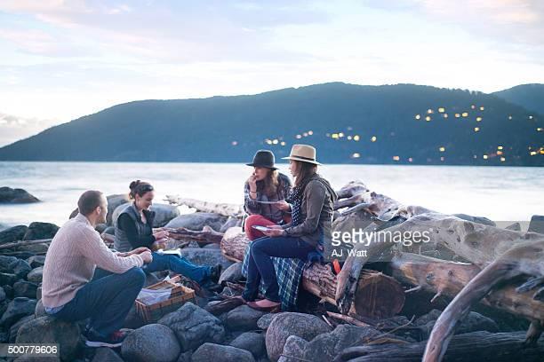 Genießen Sie ein Picknick mit Freunden