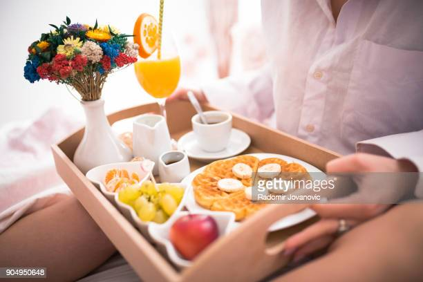 enjoying a relaxed sunday morning in bed - breakfast in bed stock pictures, royalty-free photos & images