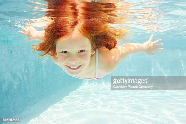 desfrutar de um mergulho em férias - só uma menina - fotografias e filmes do acervo