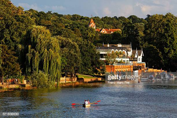 enjoying an afternoon on river thames, richmond upon thames, surrey, london - richmond upon thames stock pictures, royalty-free photos & images