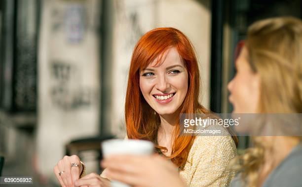 enjoying coffee. - alleen mid volwassen vrouwen stockfoto's en -beelden