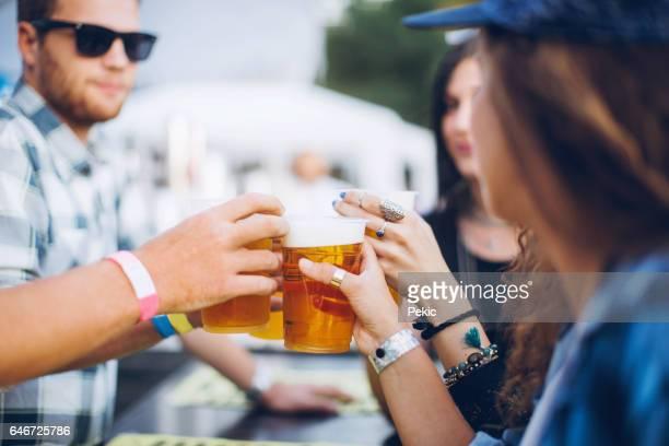 Genieten van goed gezelschap en bier