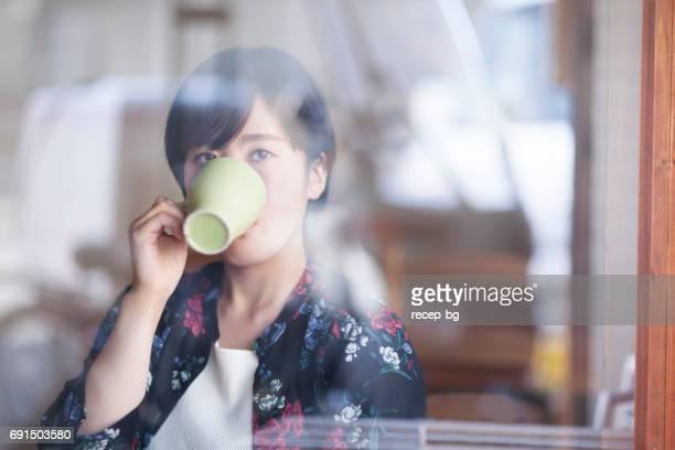 カフェで楽しんでください。