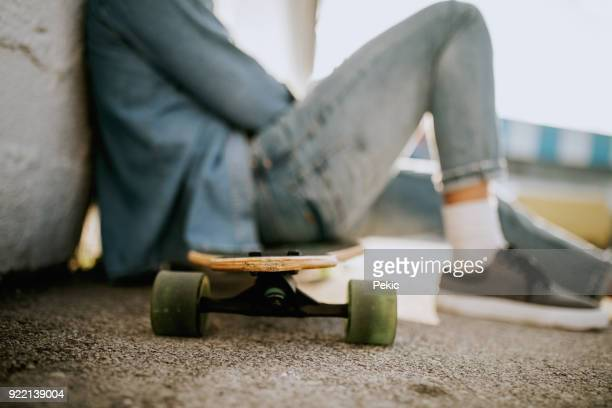 enjoying in sunshine after ride - longboard skating stock pictures, royalty-free photos & images