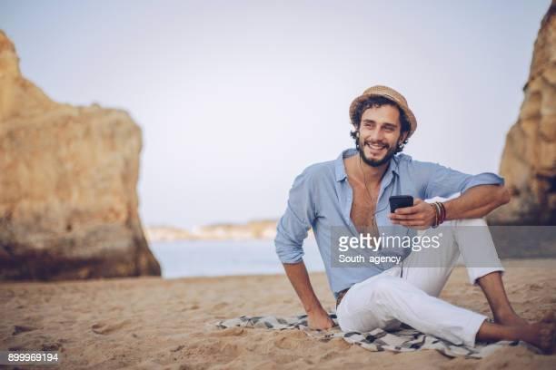 enjoying music at the beach - homem costas imagens e fotografias de stock