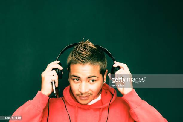 enjoying  music - electronic music stock pictures, royalty-free photos & images