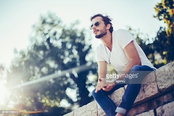 enjoying nice day - hombre delgado fotografías e imágenes de stock