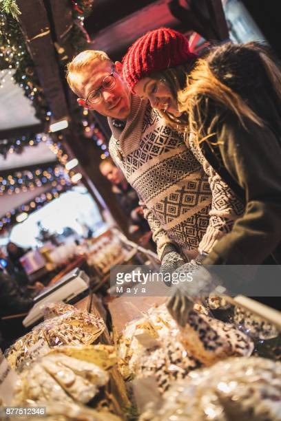 Genießen Sie auf dem Weihnachtsmarkt