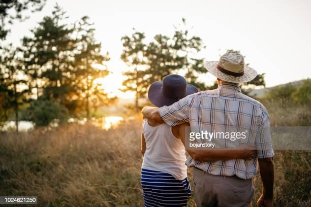 enjoying sunset - lake sunset stock pictures, royalty-free photos & images
