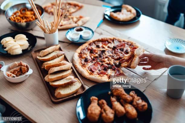 enjoying takeaway meals at home - snack stockfoto's en -beelden