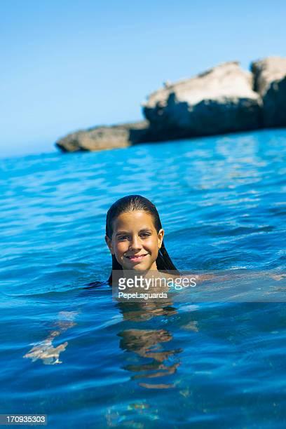 enjoying the summer holidays - alleen tienermeisjes stockfoto's en -beelden