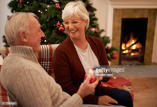 Genießen Sie die Wärme der Liebe zu Weihnachten
