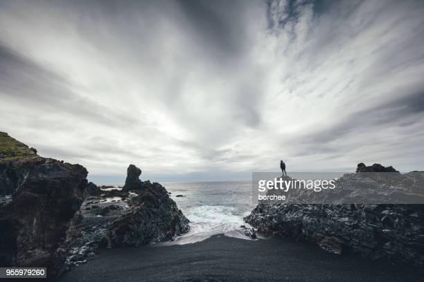 enjoying the wilderness - riva dell'acqua foto e immagini stock