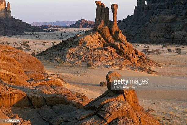 ennedi plateau, chad - chad stock pictures, royalty-free photos & images