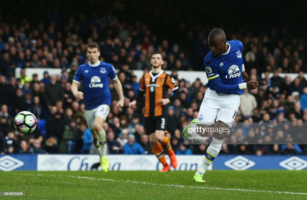 Enner Valencia of Everton scores their second goal during the Premier League match between Everton and Hull City at Goodison Park on March 18, 2017 in Liverpool, England.