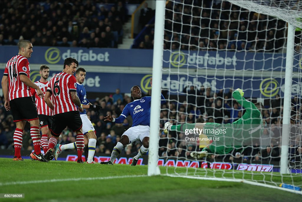 Enner Valencia of Everton scores to make it 1:0 during the Premier League match between Everton and Southampton at Goodison Park on January 2, 2017 in Liverpool, England.