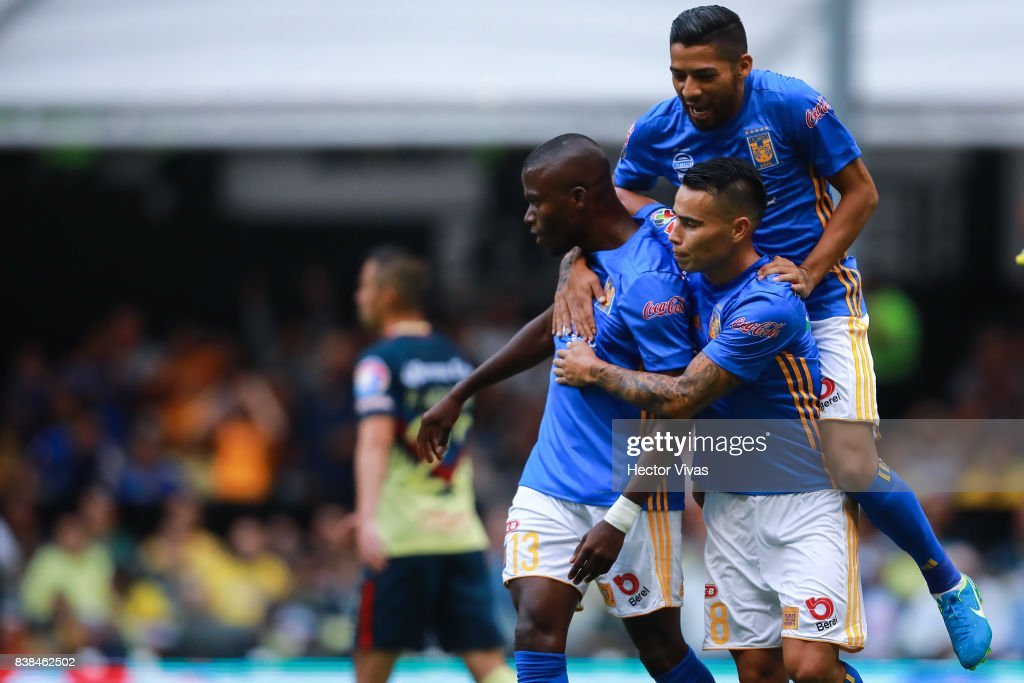 Enner Valencia of Tigres celebrates with teammates after scoring the first goal of his team during the 6th round match between America and Tigres UANL as part of the Torneo Apertura 2017 Liga MX at Azteca Stadium on August 23, 2017 in Mexico City, Mexico.